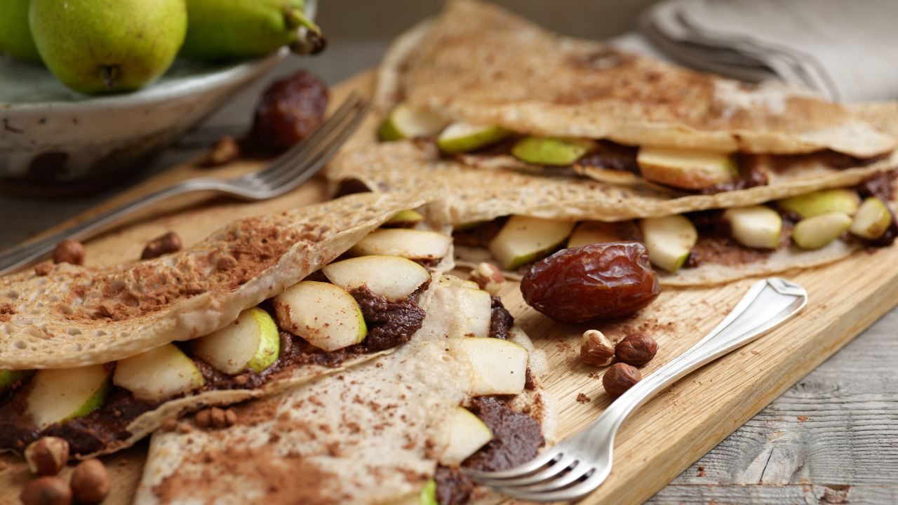 Buchweizen-Crêpes – gefüllt mit Haselnuss und Birnen – glutenfrei