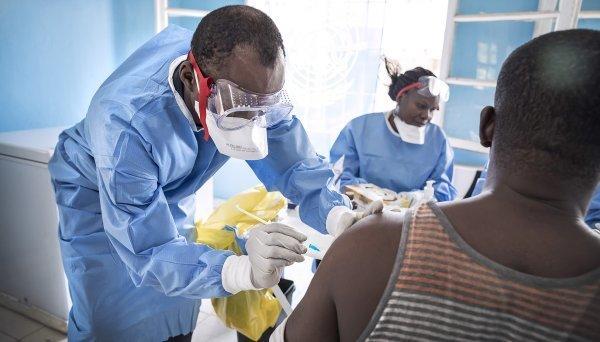 Die Entwicklung eines Impfstoffes in der Mitte von einem Ausbruch – der Fall ist für die Koordination und die Bereitschaft